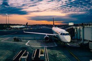 Flugzeug am Gate - Flugangst Coaching Karen Hartig in Köln und NRW