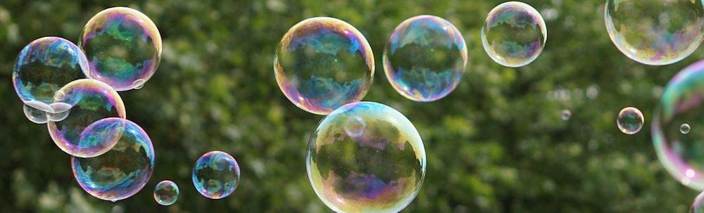 Lauter bunte Seifenblasen steigen auf - Fehler 404 Karen Hartig Coaching Köln