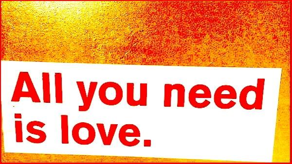 """Blog Karen Hartig Selbstliebe - Aufkleber mit dem Spruch """"all you need is love"""""""