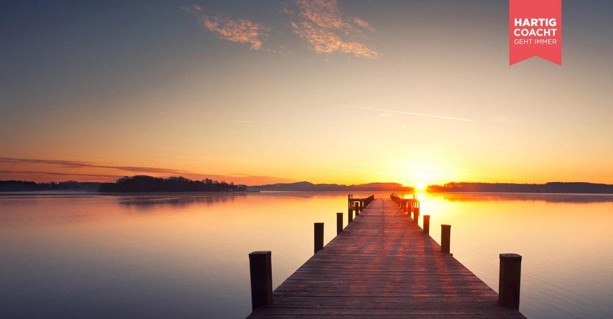 Stiller See mit Steg im Sonnenuntergang - Karen Hartig Coaching