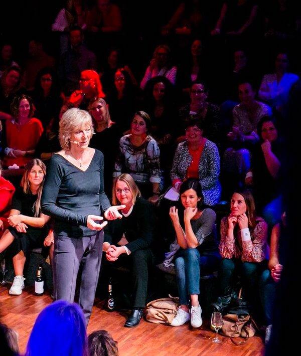 Gelassen öffentlich sprechen! Ob mit oder ohne Mikro, Karen Hartig zeigt Ihnen, wie Sie zeigen, was Sie draufhaben.