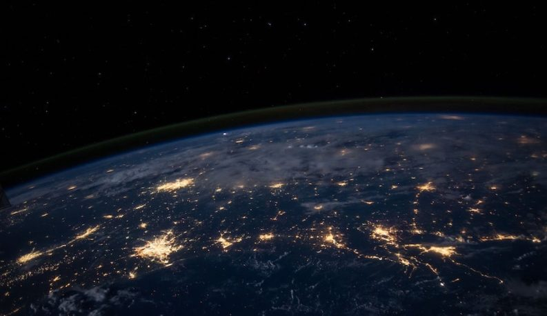 Blick auf die Erde von Bord Raumschiff